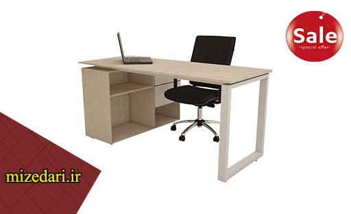 میز کارمندی و کامپیوتر